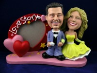 Prom Date Couple with Heart Frame Bobbleheads